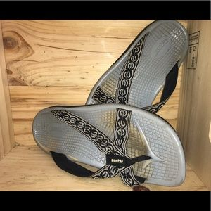 Super cute flip flops/ sandals